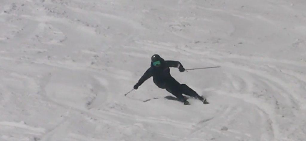 スキー検定 1級 大回り スキーを縦に滑らせる